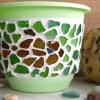 Декорування вази або горщика битими скляними пляшками