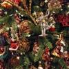 Ялинкові іграшки та свічки від російських виробників для нового року.